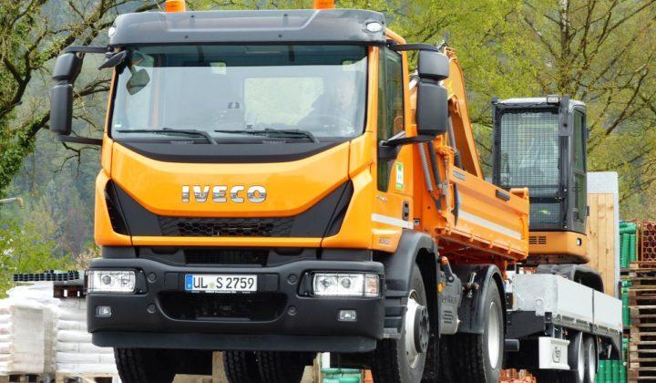 Iveco Eurocargo mit Zentralachsanhänger