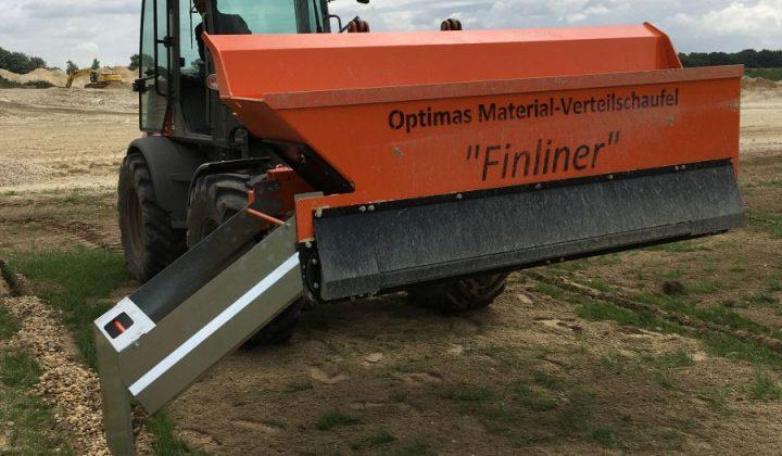 >Optimas Finliner-Materialverteileschaufel montiert an einem Radlader
