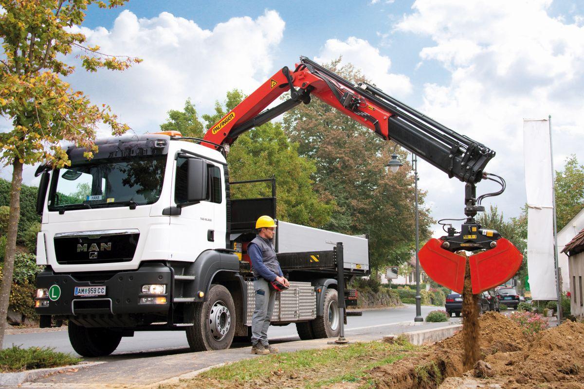 Palfinger Fahrzeugkran auf Lastwagen