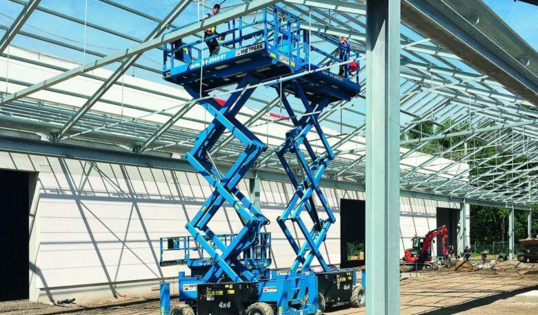 Scherenbphne bei Montage von Dachkonstruktion