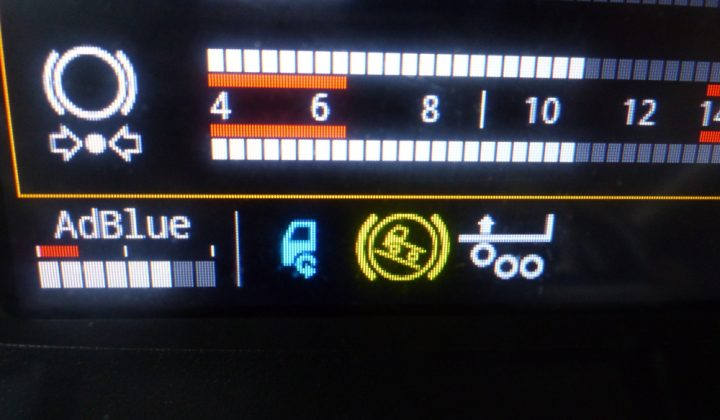 Iveco X-Way Hi-Traction Symbol im Armaturenbrett