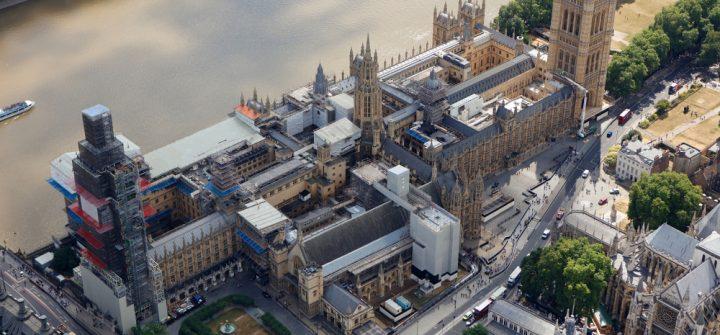 Gerüstbauarbeiten von Layher am Elizabeth Tower.