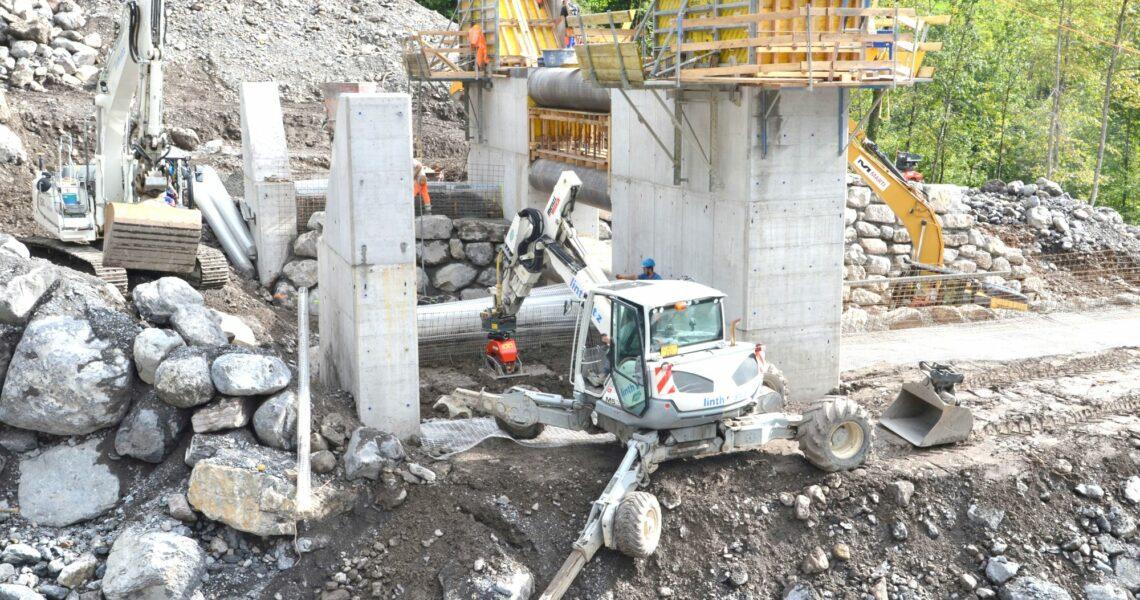 Bau einer 12 m hohen Betonwand mit den Maschinen von MTS