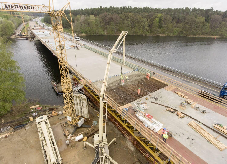 Para-Top-Konsollösung eingesetzt beim Bau einer Brücke