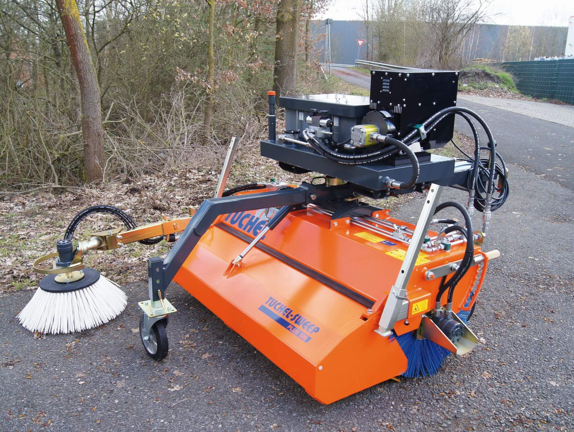 Kehrmaschine mit Elektro-Aggregat von Tuchel