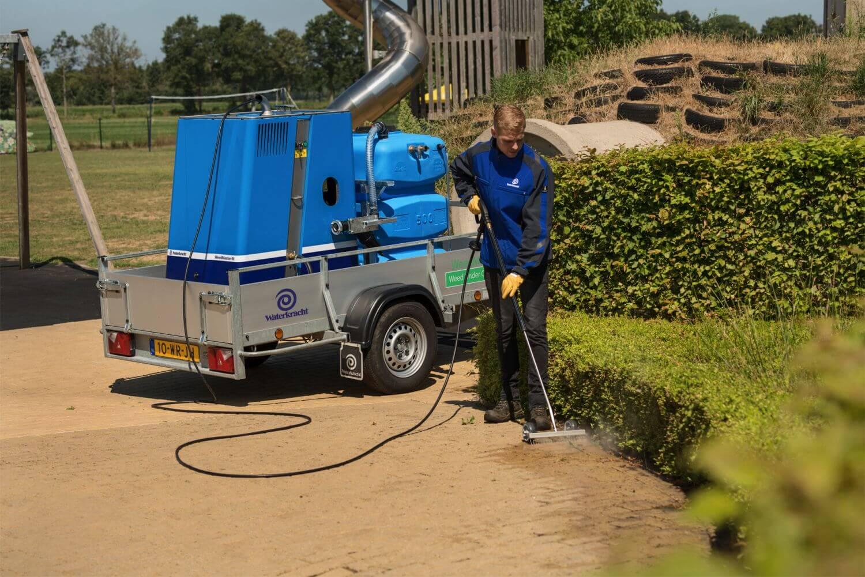 Gerät zur Wildkrautbekämpfung mit Elektromotor
