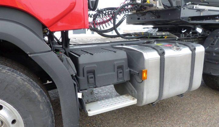 Batteriekasten und Kraftstofftank des Scania R 500 XT