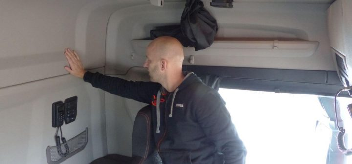 Wandverkleidung im Scania R 500 XT