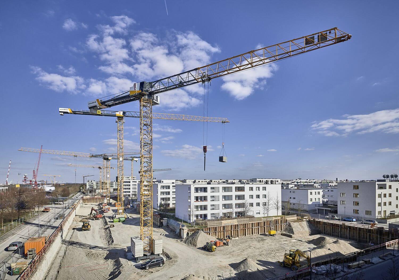 Turmdrehkran von BKL auf einer Baustelle in München