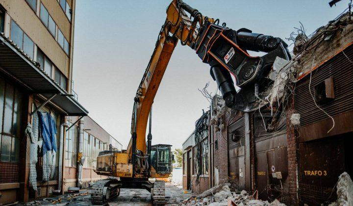 Abbruch-Multisystem MBI beim Abriss eines Gebäudes