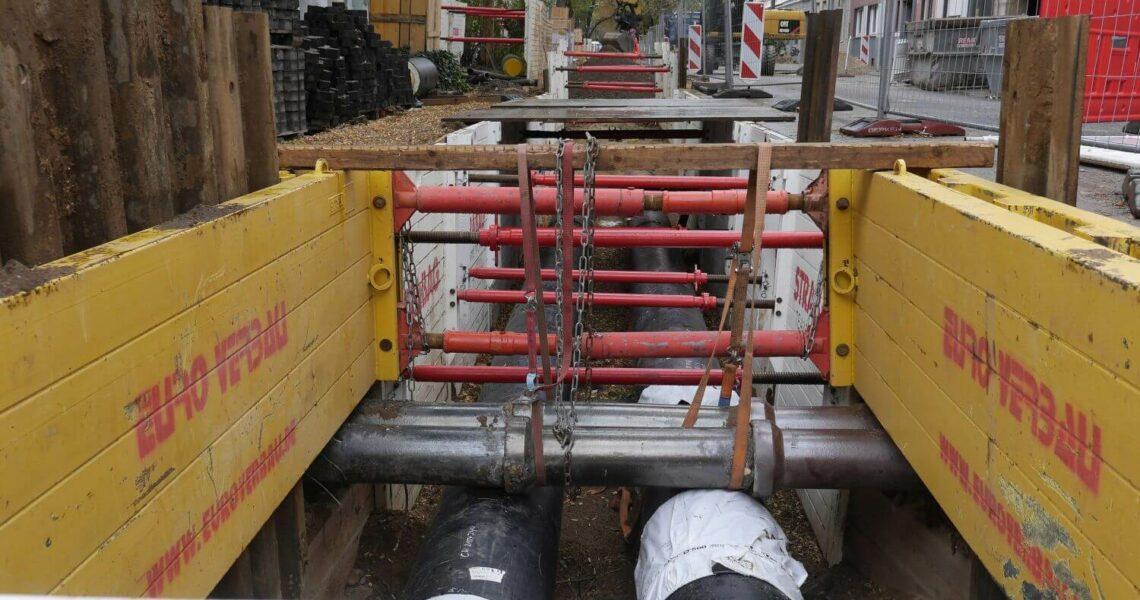 Leichtverbau-Elemente von Euro Verbau beim verlegen einer Fernwärmeleitung