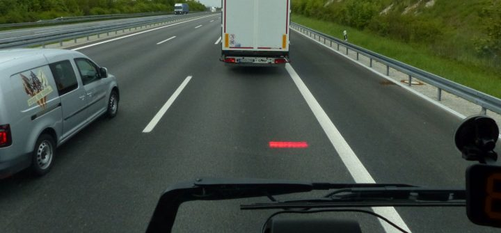 Kollisionswarner im Volvo FH 460 4x2 Bausattel