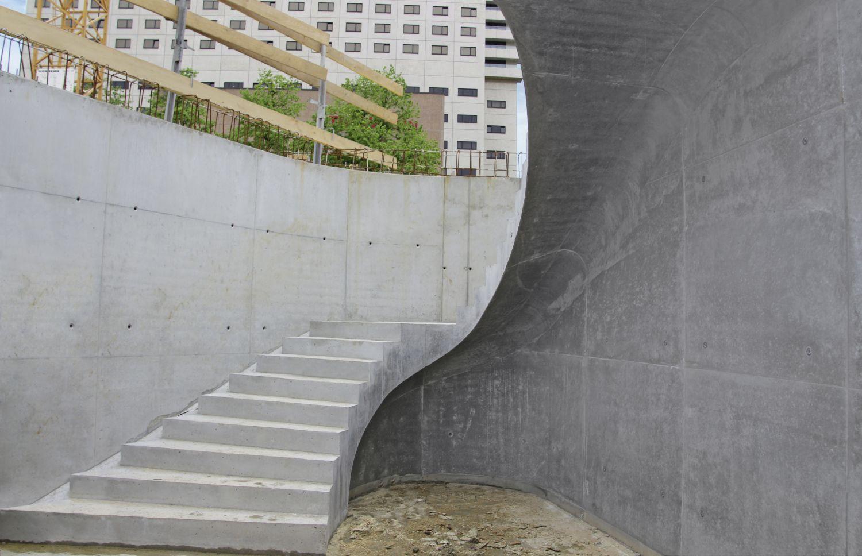 Gerundeter Überhang an einer Treppe