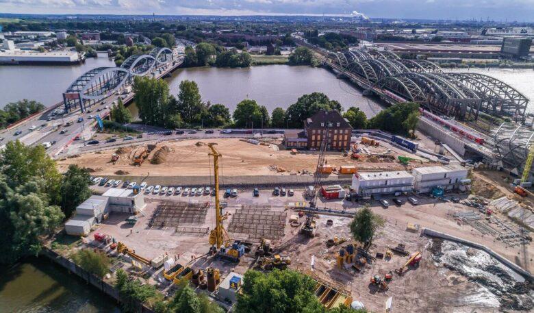 Luftaufnahme der Baustelle des Elbtower in Hamburg